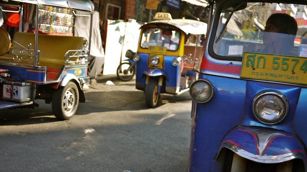 Bangkok tuk-tuk race