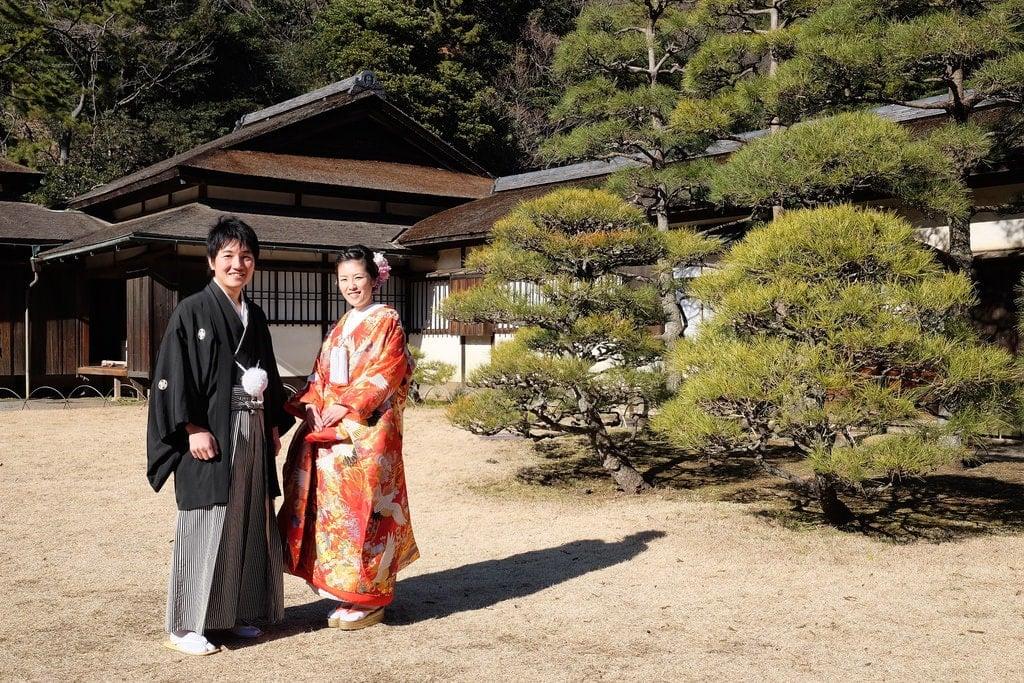 Bride & Groom Outside Rinshunkaku