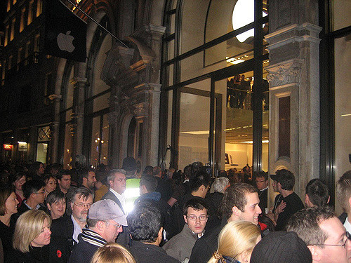 The iPhone Frenzy - Regent St, London