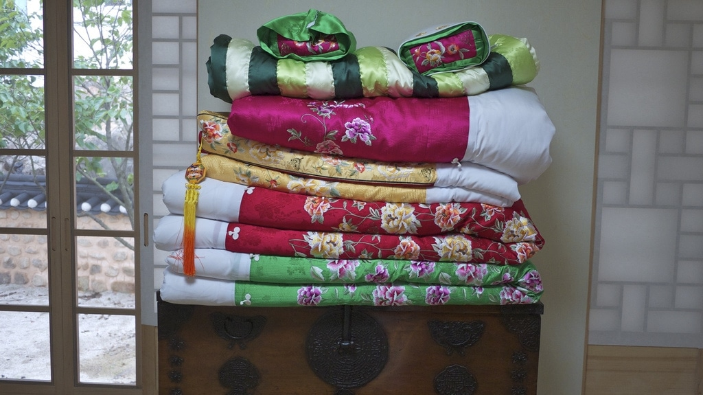 Traditional Bedding