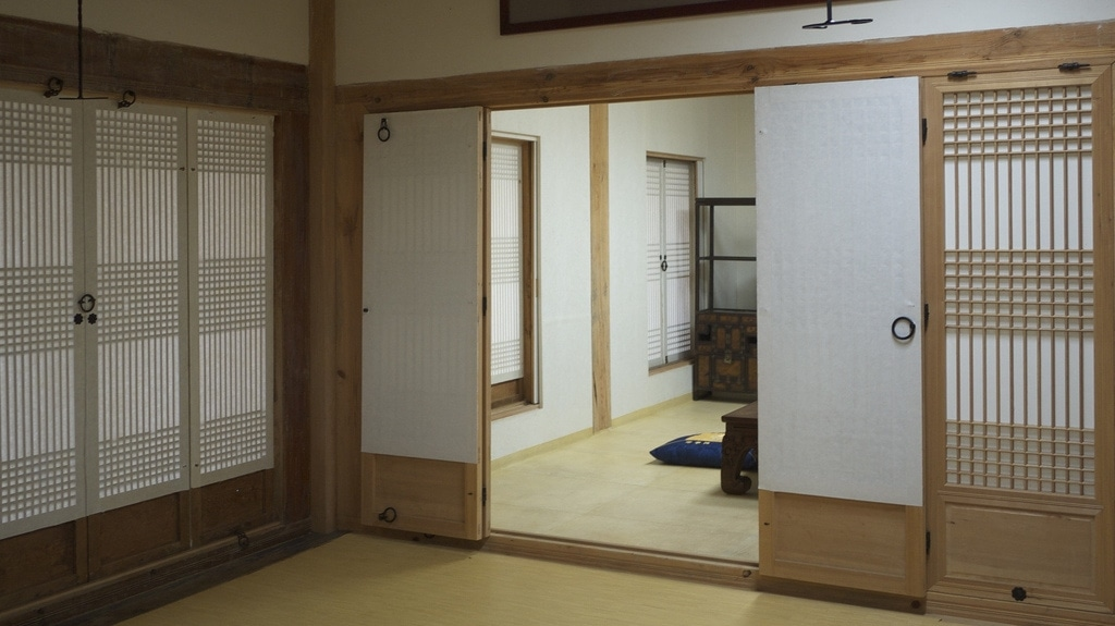 Hanok side room