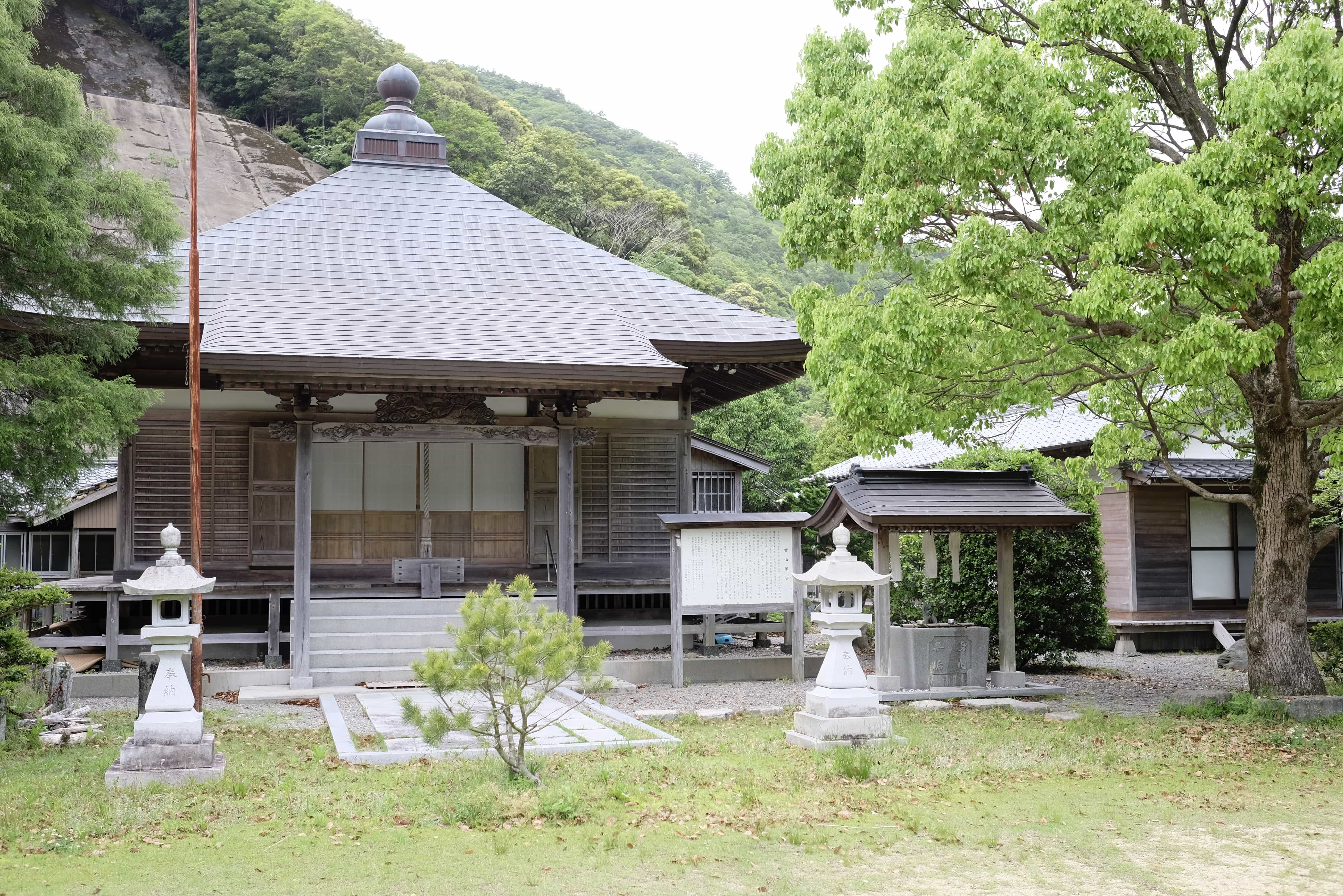 Uchikoshiji Temple