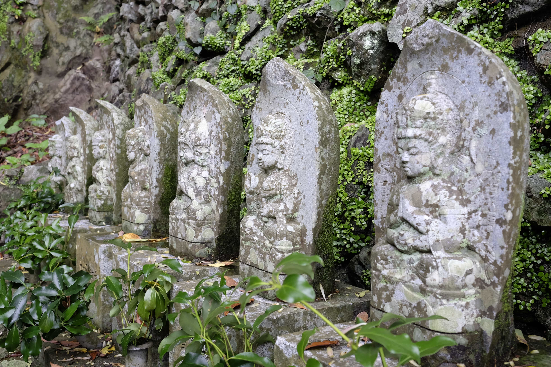 Statues near Hotsumisaki-ji