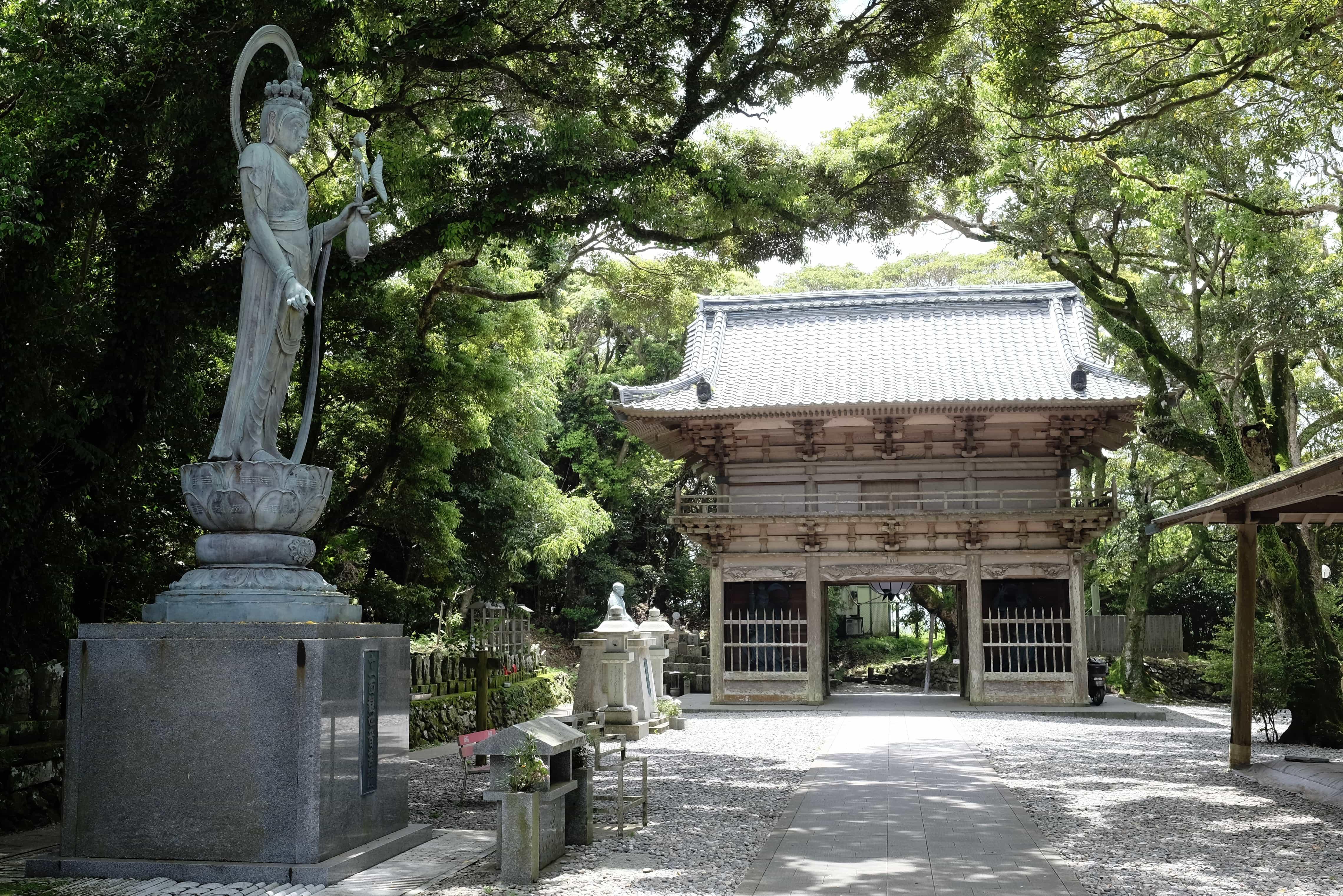 Hotsumisaki-ji gate
