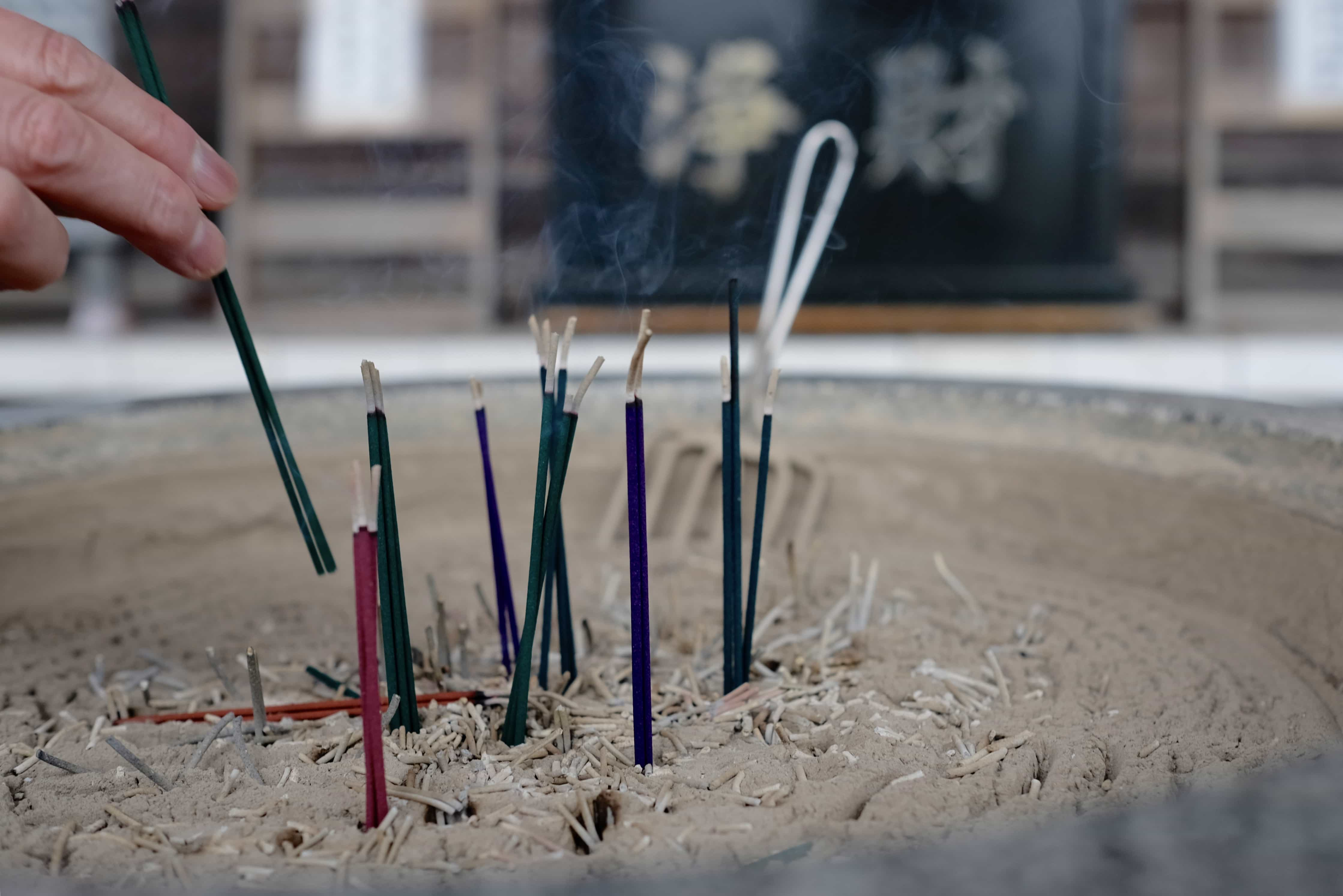 Burning incense at Ryūkōji