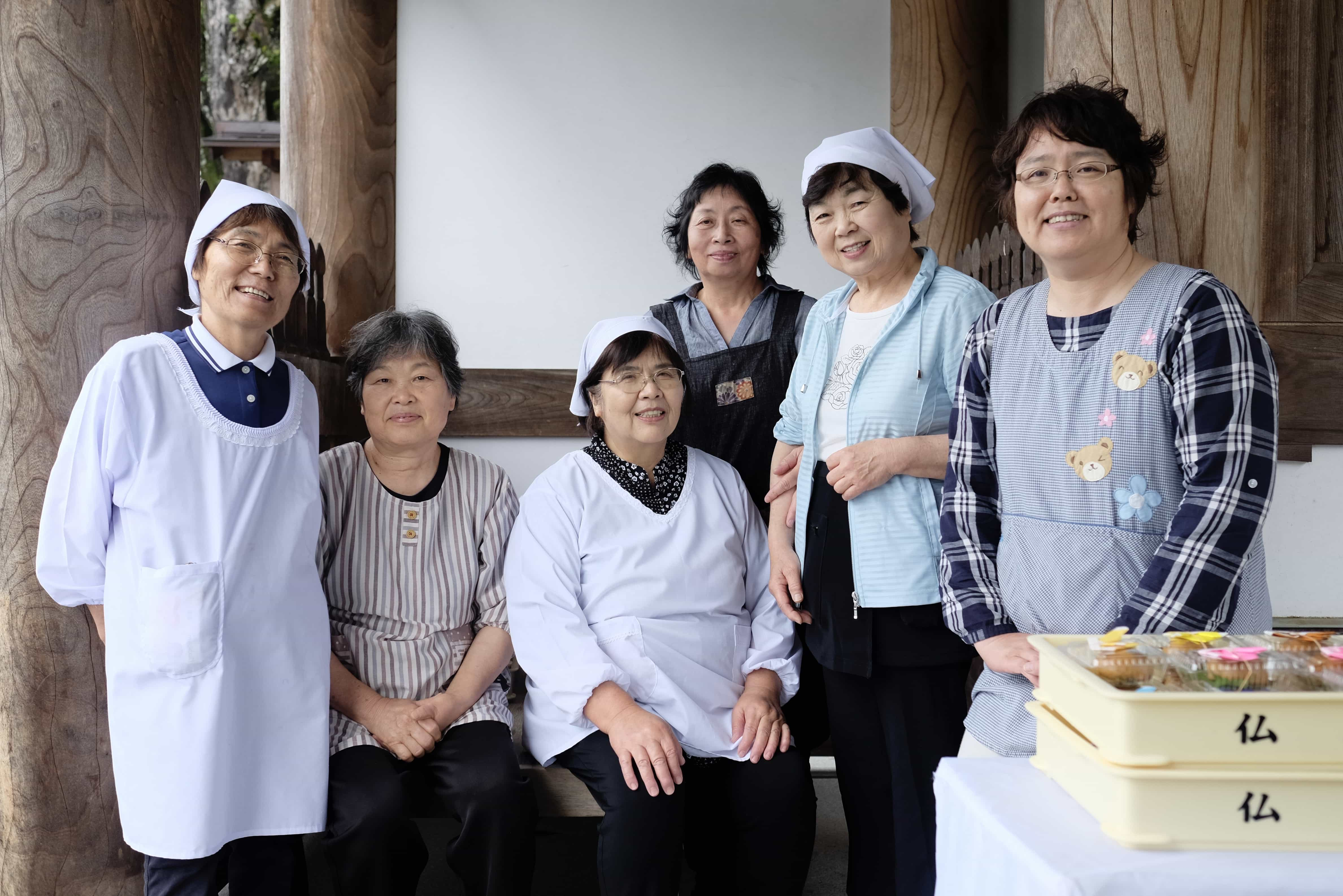 Osettai ladies at Butsumoku-ji