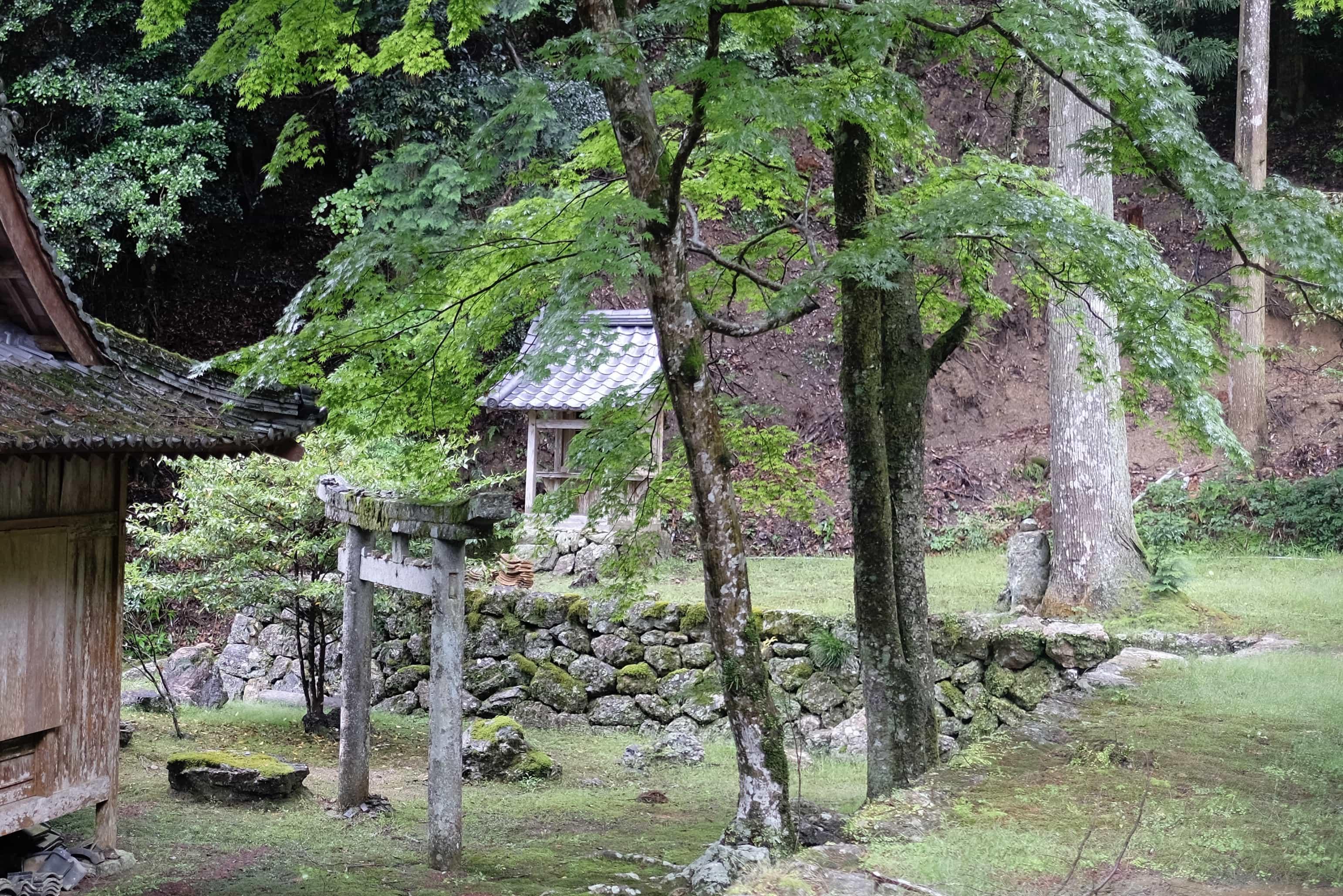 Shinto shrine at Meiseki-ji