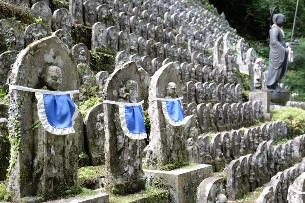 Statues at Iwaya-ji