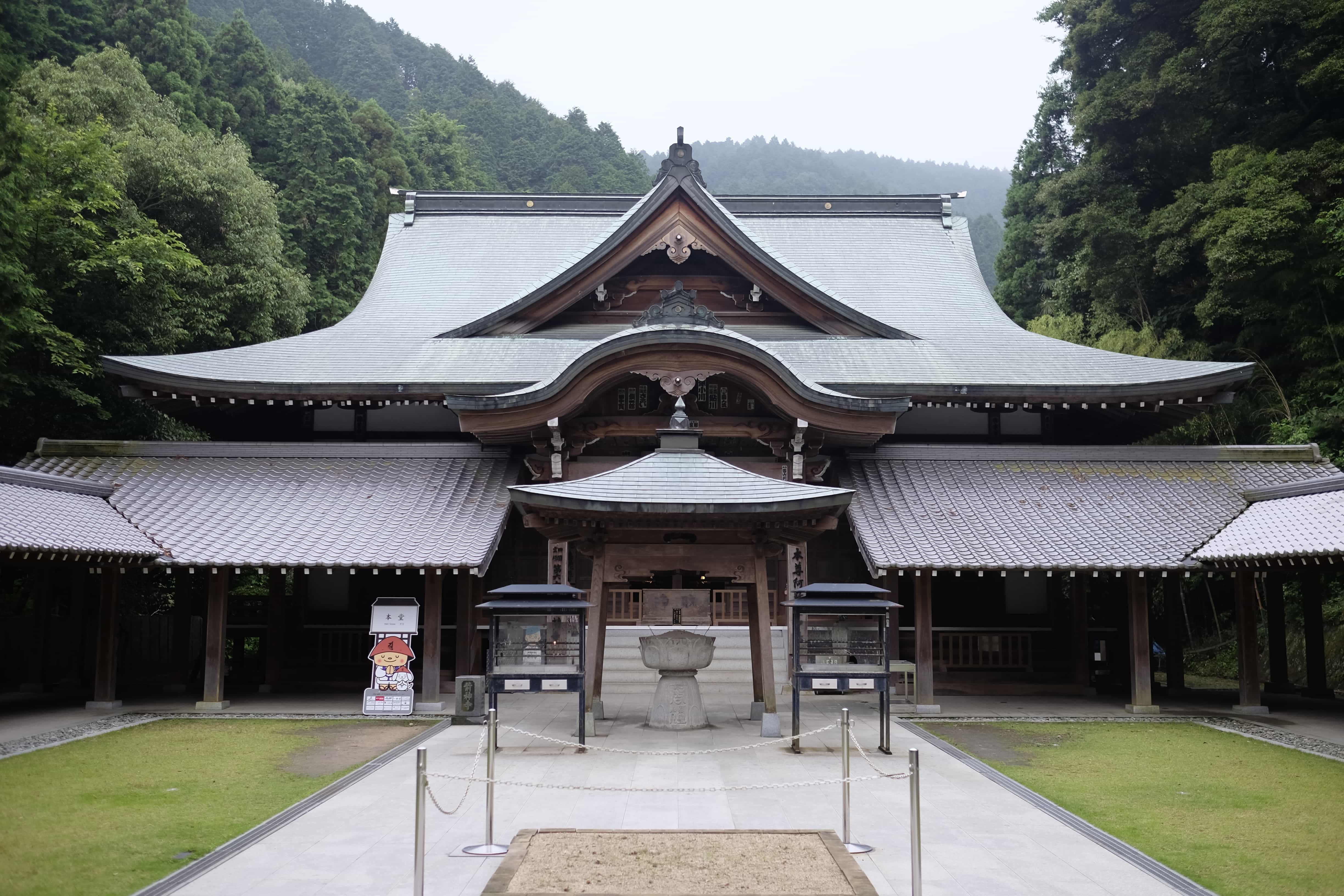 Maegami-ji main hall