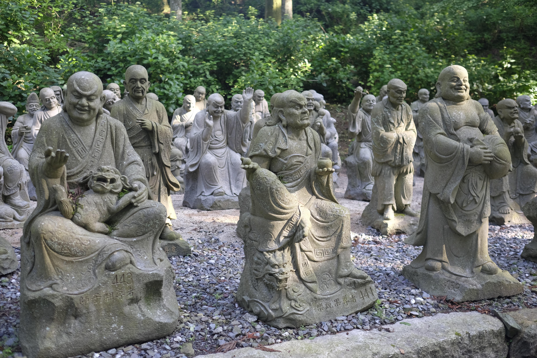 Rakan statues at Unpen-ji