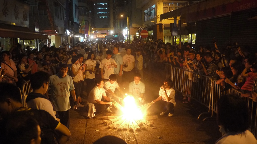 Lighting the Tai Hang Fire Dragon