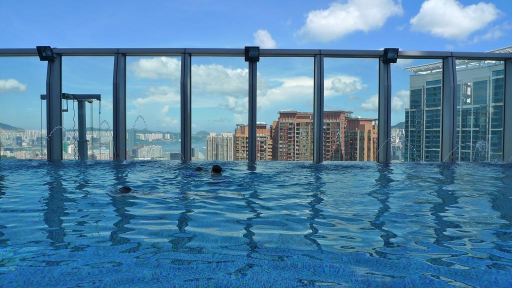 Getting wet w hong kong hotel review - Shanghai infinity pool ...